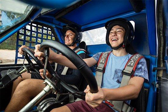 Heatherton, Australie : Dual control buggies for kids