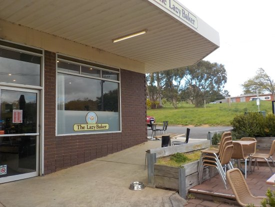 Macedon, Australia: Shop and outside tables (awaiting better weather)