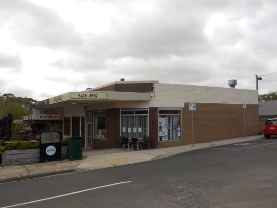 Macedon, Australia: Showing position in shopping strip