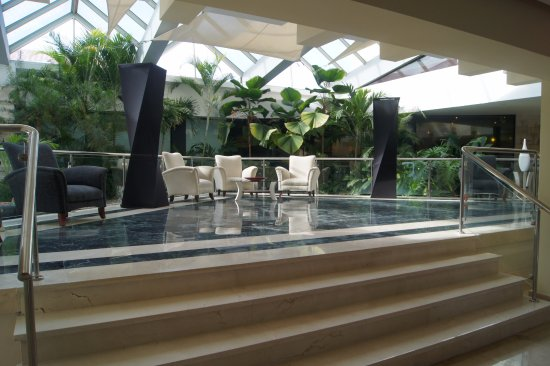Hodelpa Gran Almirante Hotel & Casino: Parte del lobby