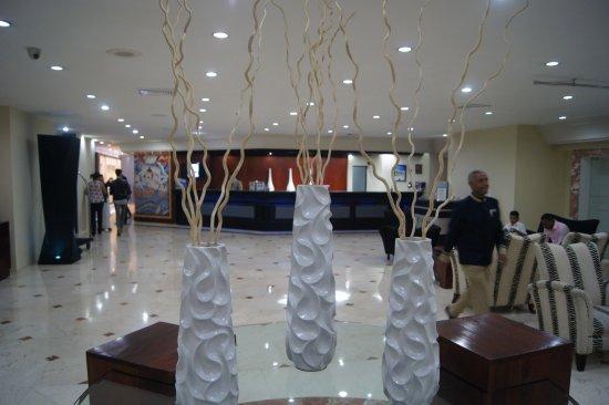 Hodelpa Gran Almirante Hotel & Casino: Espaciosa área de recepción