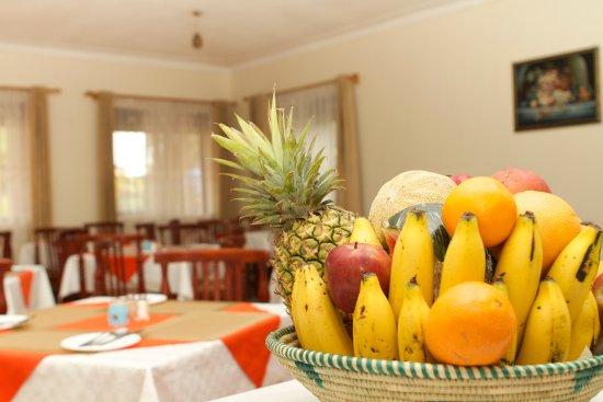 Mbarara, Uganda: The Acacia special fruit basket.