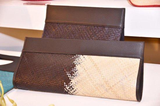 Lakpahana: Hand woven natural fiber clutch bags