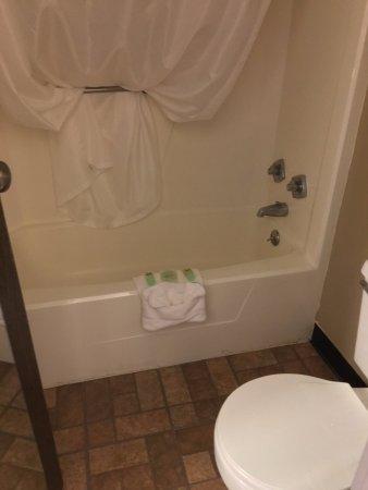 Vandalia, OH: Clean bathroom