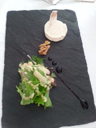 Souillac, Francia: Cabécou avec sa petite salade
