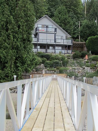 Sechelt, Canada: The dock with the main house