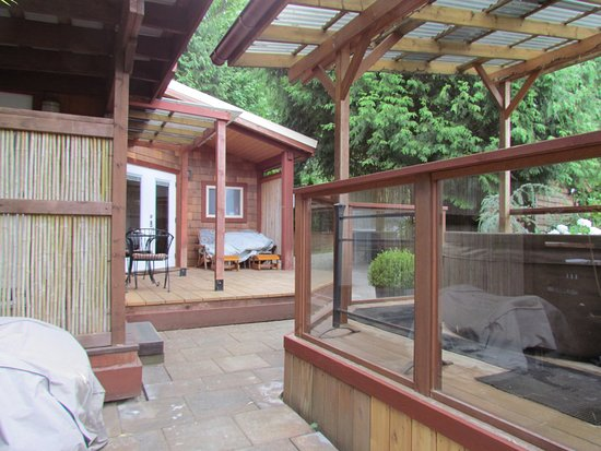 Takahashi Gardens Waterfront Retreat: Our cabin