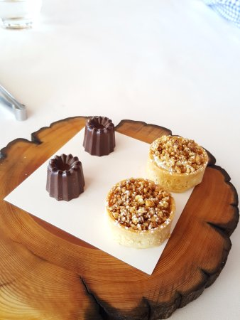 ARIA Restaurant: Complimentary Petit Fours - yum!