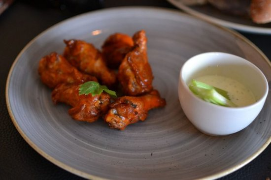Fourways, South Africa: Hot Buffalo Wing Starter. Photo by socialsavage.co.za