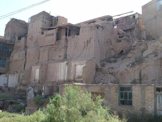 Kashi, Çin: The crumbling mud brick houses