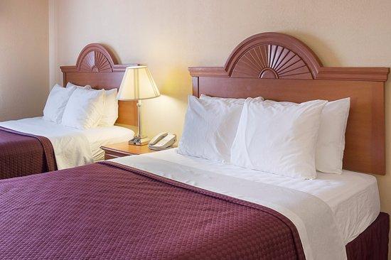 Los Lunas, NM: Two Queen Beds