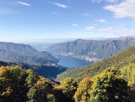 Faggeto Lario, Italia: Rifugio Riella con vista!