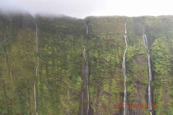 Paradise Helicopters - KONA: Waterfalls