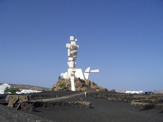 San Bartolomé, Spanien: The Monument