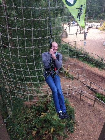 Goudhurst, UK: Tarzan swing even takes a 6'7 man!