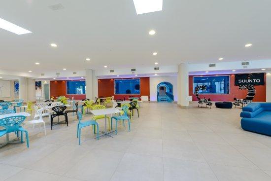Montegrotto Terme, Italia: Y-40® The Deep Joy. Hall aperta al pubblico a -5 metri di profondità sulla piscina [Ph. Artwood]