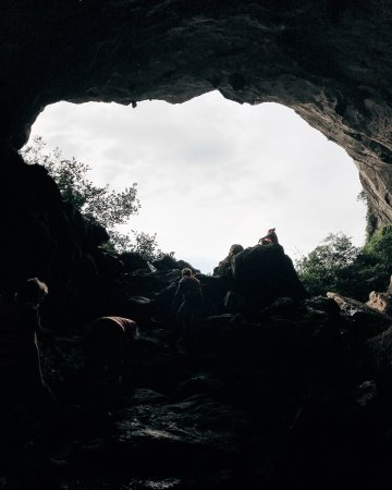 Ethnic Travel - Day Tours: Virgin Cave in Ha Long Bay