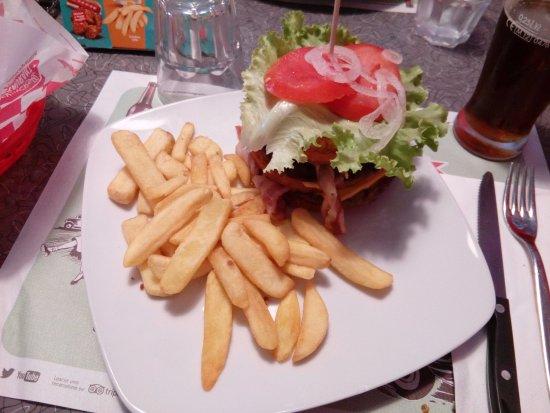 America Graffiti Diner Restaurant Vittuone: Bacon Burger con rosti di patate al posto del pane