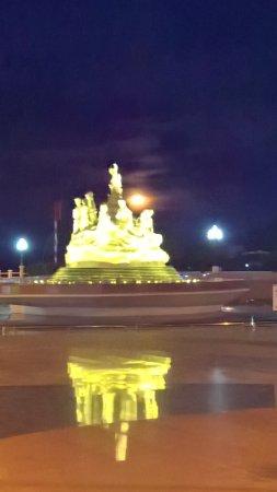 Ha Tien, Vietnam: The fountain opposite Oasis bar