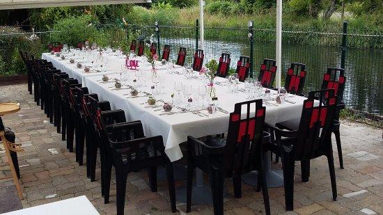 Eysines, Francia: Table d'un baptême sur notre terrasse