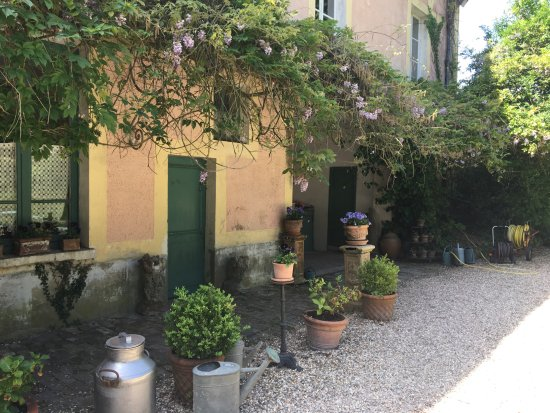Auvers sur oise places to go for Small hotel groups