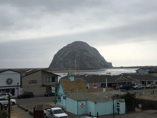 Pacific Shores Inn: Morro Rock a pochi metri dal motel