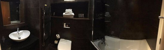 South Yorkshire, UK: Panoramic view of the bathroom in Room 310