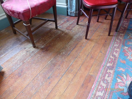 Maybole, UK: Amazing - replica used to protect carpets & wooden floor. Can you spot the join? Below left chai