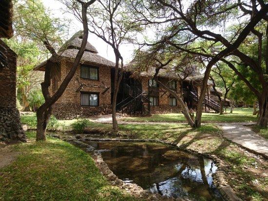 Sarova Shaba Game Lodge: Photo des chambres spacieuses qui donnent sur la rivière