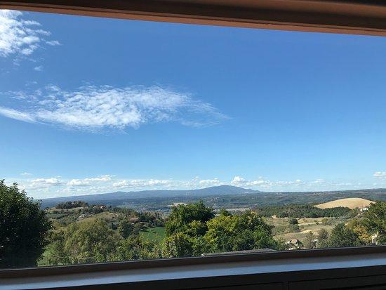 Magliano Sabina, İtalya: Vista dalla vetrata della sala interna