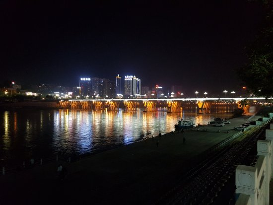 Ankang, China: Vom anderen Flussufer