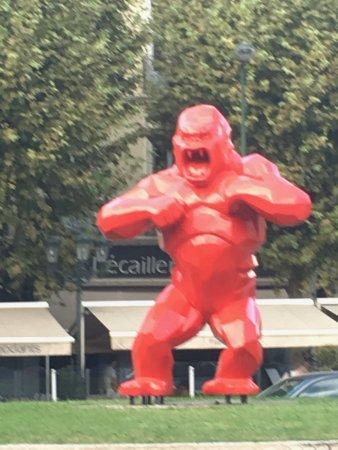 Saulce-sur-Rhone, France : UN ROND POINT DE MONTELIMAR