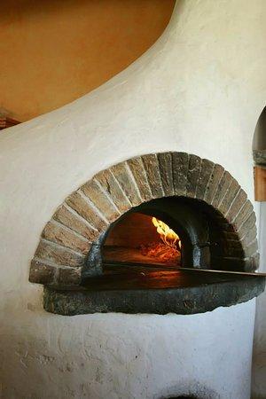 Signy-Grens, Suisse : Pizzas au feu de bois.