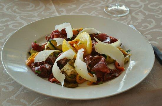 Signy-Grens, Suisse : Le restaurant vous propose ses plats du jour variés.