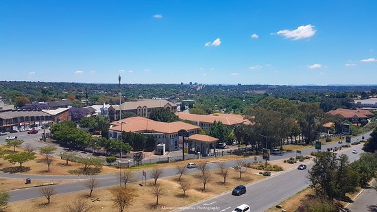 Southern Sun Hyde Park Sandton: View from pool area of randburg