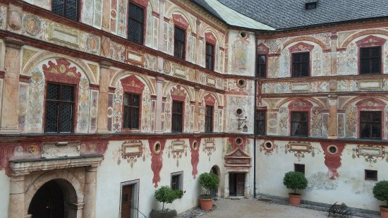 Jenbach, Austria: Innenhof Schloss Tratzberg