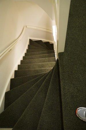 Hotel Fita: Narrow Stairs