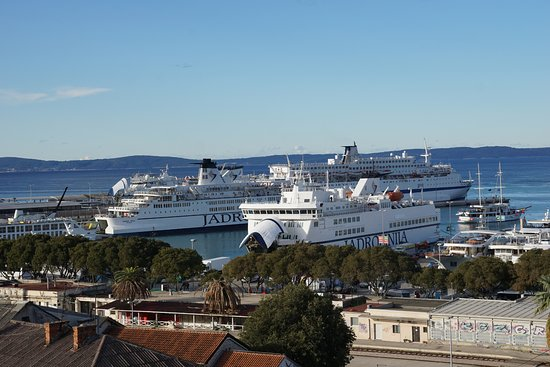 Hotel Luxe: Day view of the port of Split.