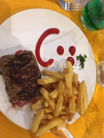 Montigny-le-Bretonneux, فرنسا: Steak haché du menu enfant
