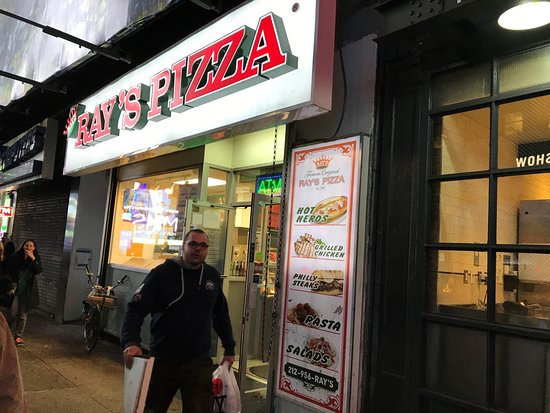 Ray's Pizza: 店舗前看板