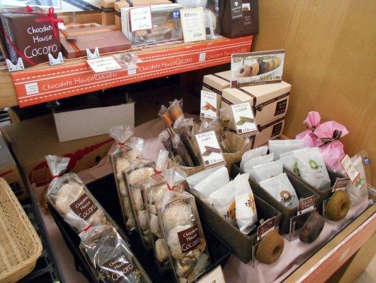 Chikugo, Japan: 物産館の品揃え(チョコレートハウスココロの商品)