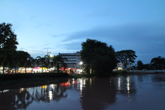 Loei Palace Hotel: We booked 2 night at Loei Pakxé Hotel , when we arrived, hitel was float , we call To hotel , th