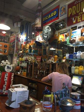 Le Boulevardier : Bar & Breakfast room