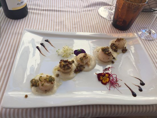 Sala Comacina, Italy: Seared scallops with white chocolate sauce