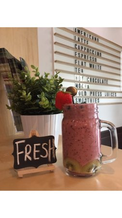 Dalkey, Ирландия: Our fresh fruit smoothies are yum