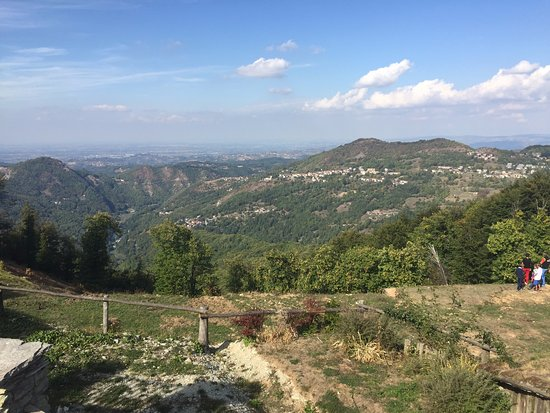 Montaldo di Mondovi, Italy: Views from outside the restaurant