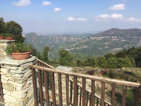 Montaldo di Mondovi, Italy: Views from the terrace