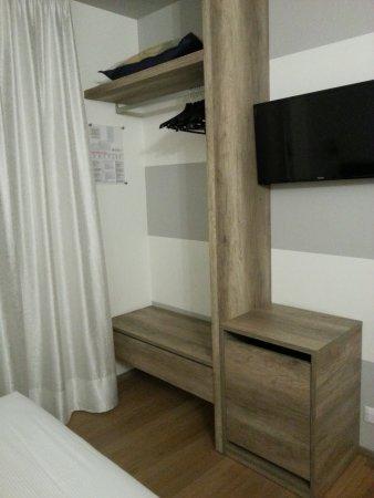 armadio a vista e frigo - Picture of Hotel Globo, Formigine ...