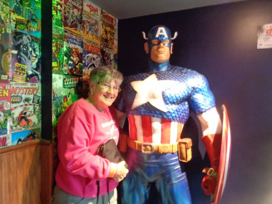 Grand Island, État de New York : many super heroes and their comic books