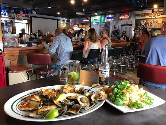Round Rock, TX: Deckhand baked Oysters and Salt and Pepper Calamari